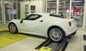 Ожидается, что Alfa Romeo 4C будет продаваться в розницу по цене около $78000, когда он прибудет в Соединенные Штаты в этом году.